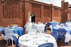 bride groom with tables 600x400